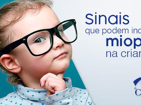 Sinais que pode indicar miopia na criança