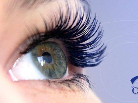 Alongamento de cílios: riscos para a saúde dos olhos