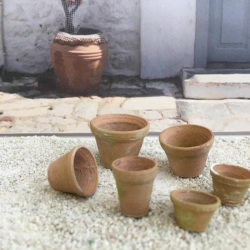 Set of 6 small pots