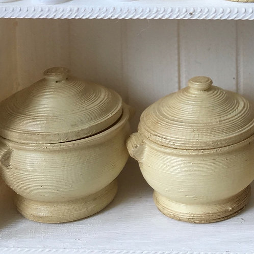 Set of 2 Casseroles with lids