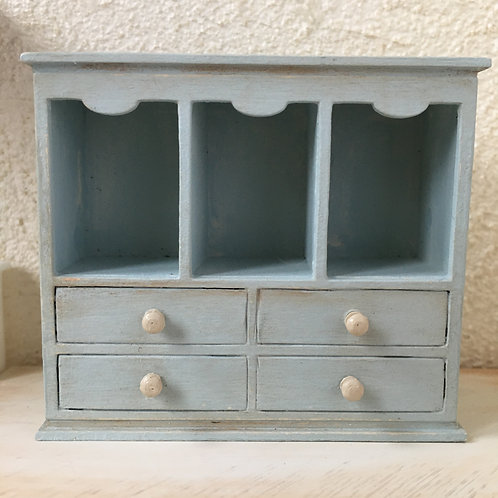 Shabby shelf with 3 sections