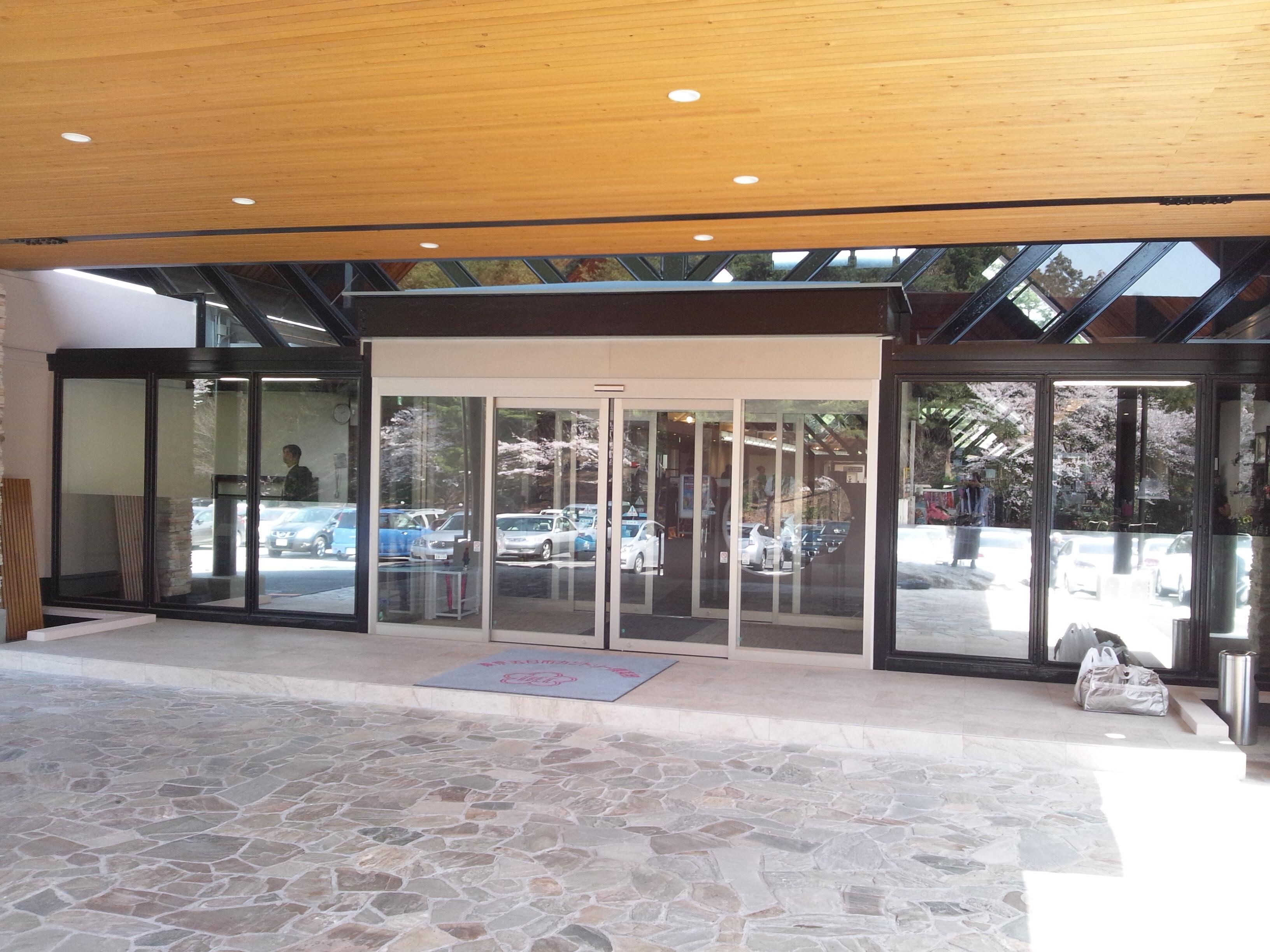 クラブハウス正面玄関