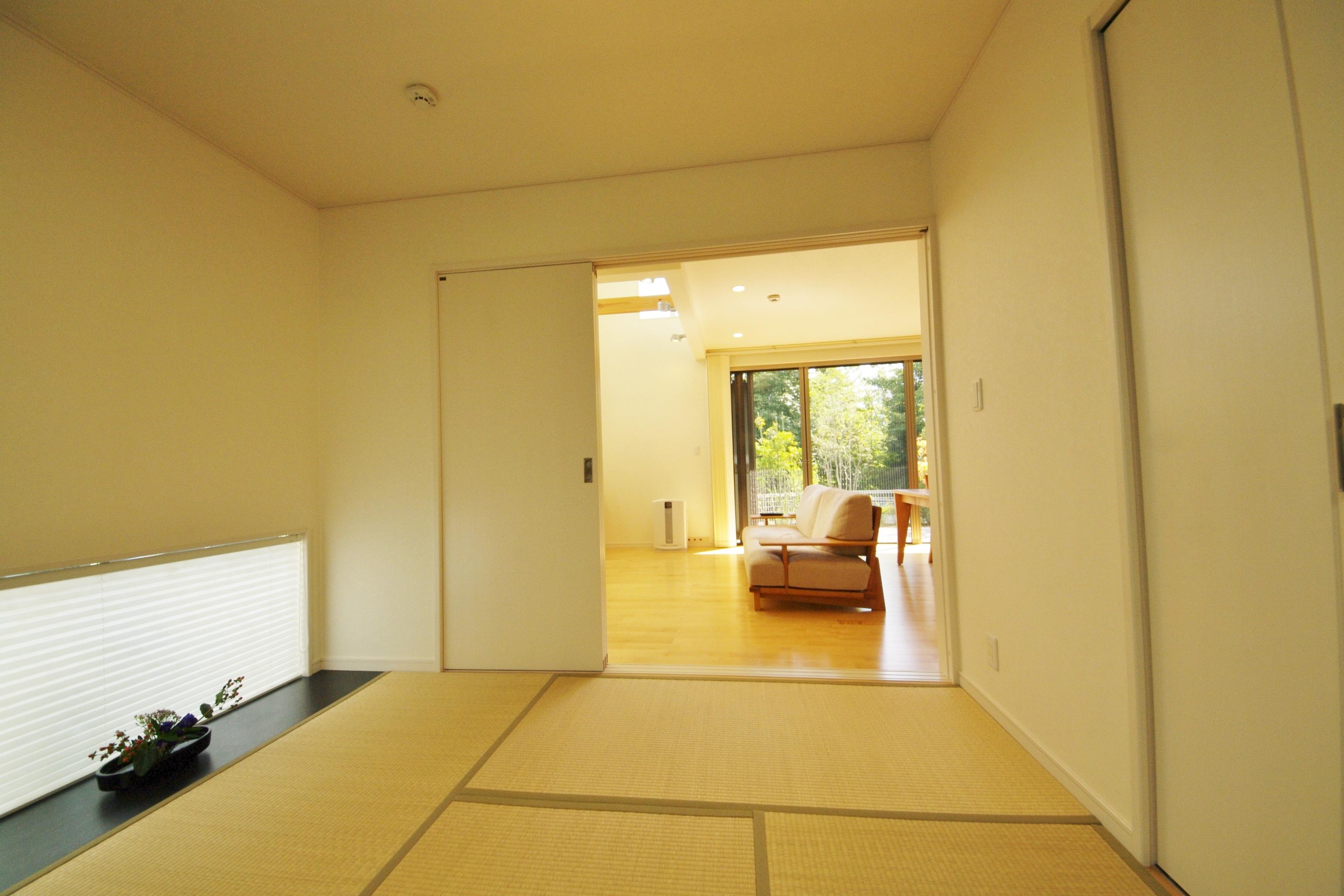 和室とリビングの統一感で、すっきりした空間に!