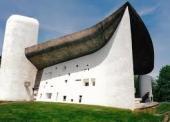 機能主義の巨匠ル・コルビュジェの晩年作 ロンシャン教会堂