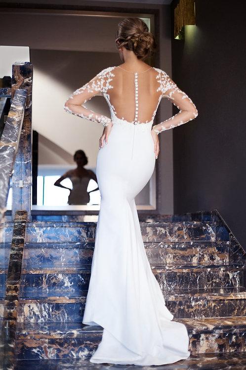 Силуэтное платье расшитое  бисером.