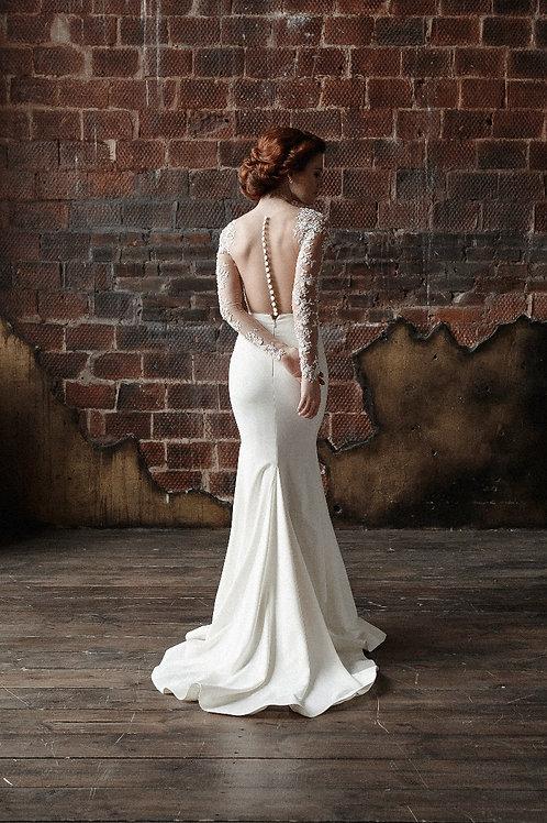 Силуэтное платье на корсетной основе расшитое бисером.