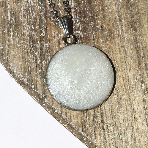 White shimmer pendant