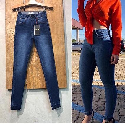 Calça jeans lisa lavagem escura