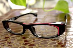 プラスチックの大きい眼鏡