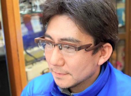 弘前の林檎職人さんの「木のメガネ」