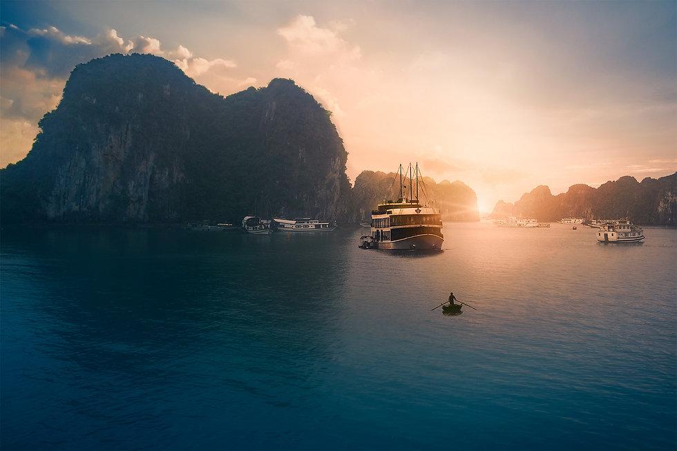 Vietnam_HalongBay_Evening_WV.JPG