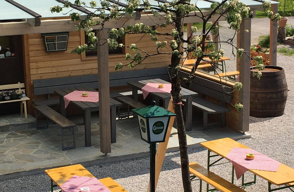 Neu gestalteter Biergarten (2).jpg
