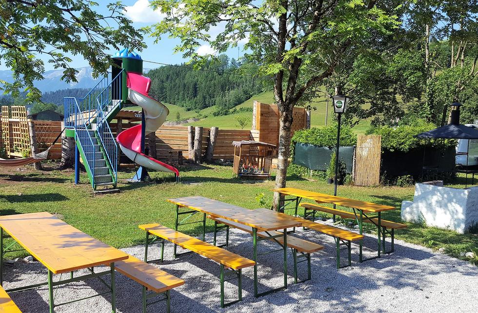 Biergarten Spielplatz.jpeg