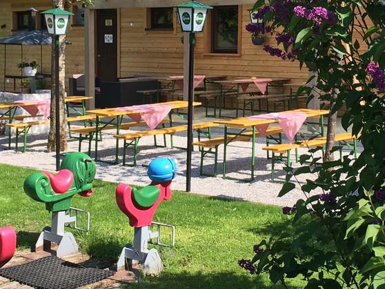 Biergarten mit Spielplatz