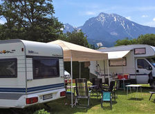 Stellplatz für Wohnmobile/Bus und Wohnwagen mit herrlicher Aussicht auf die Berge