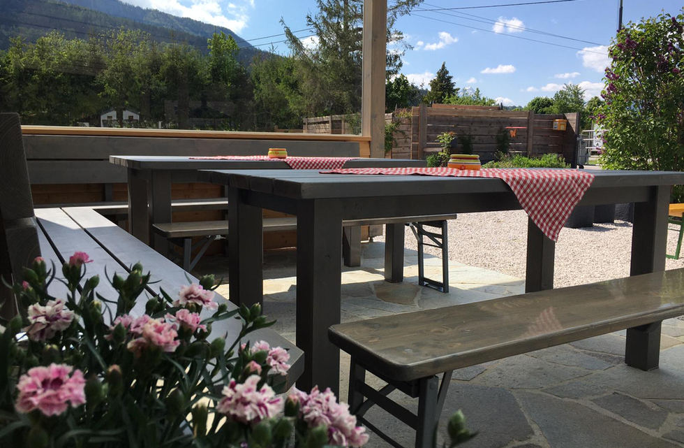 Terrasse mit Ausblick.jpg