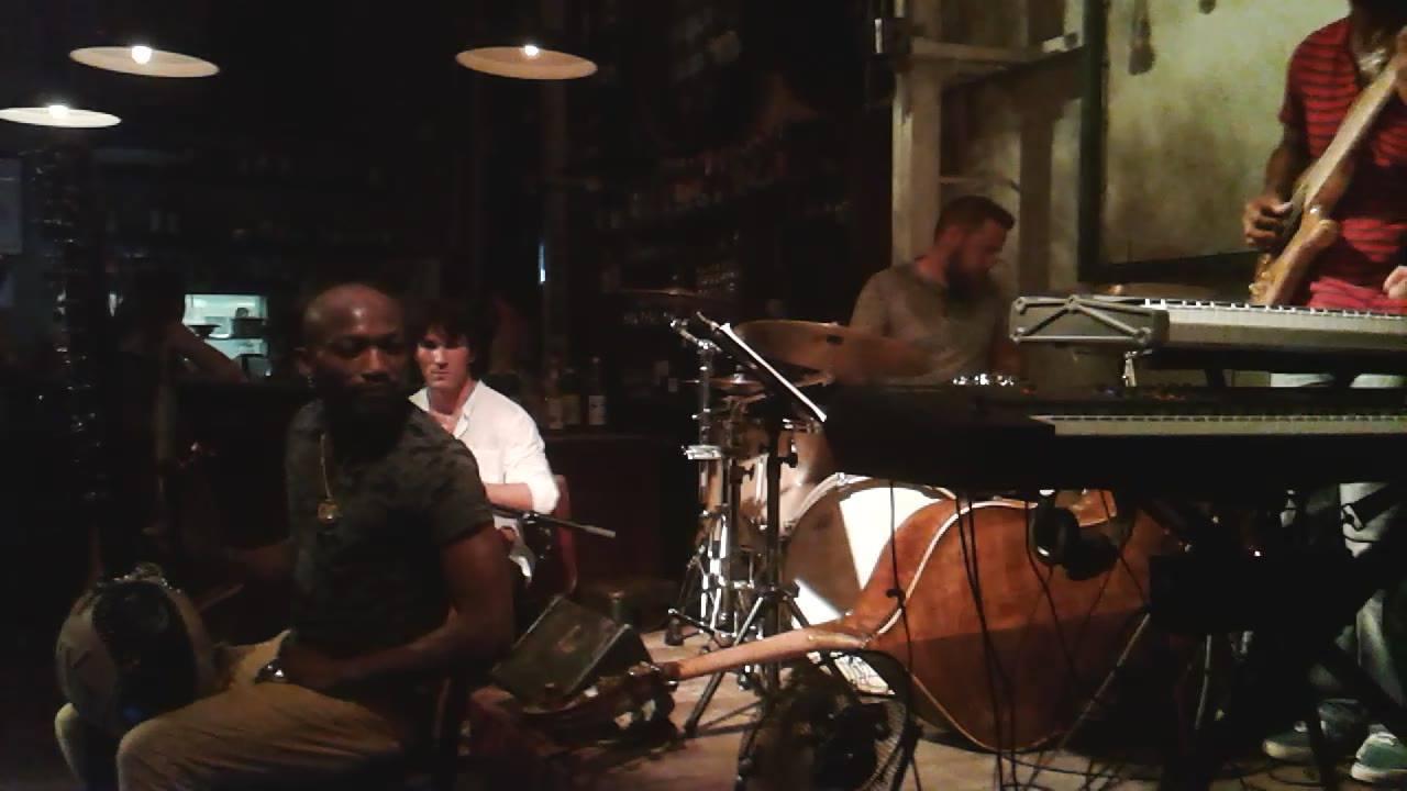Merci à la Bellevilloise et aux sieurs, Abbé Ngayihi piano, Ousmane Kouyaté Alias Koraman, et Ronan Despres drums