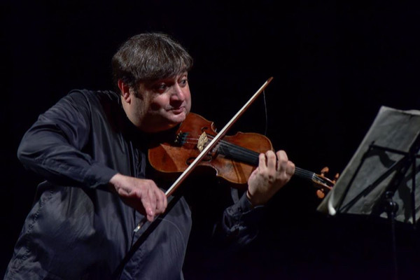 El extraordinario violinista Graf Mourja