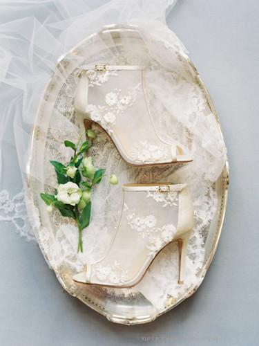 Belle_Joy_Proctor__Mesh_Flower_Wedding_B