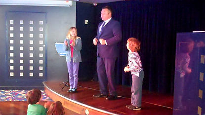 Crawley Magician, Crawley Children's Entertainer, Birthday party Crawley, David Tricks Magician in Crawley