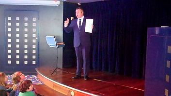 Lewes Magician, Lewes Children's entertainer, Magician in Lewes, Magic show Lewes, David Tricks Magician in Lewes