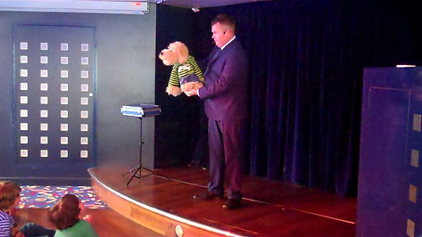 Steyning Magician, Steyning Children's entertainer, Magician in Steyning, Puppet show Steyning,