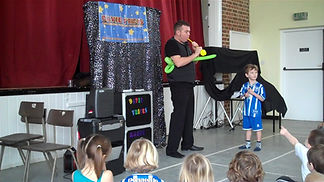 Shoreham birthday party, birthday parties in Shoreham, Shoreham kids magician, David Tricks shoreham magician