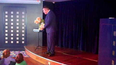 Magician Brighton, Magician in Brighton, Close up Magician Brighton, Children's Entertainer Brighton, David Tricks Magician Brighton,