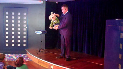 Henfield Magician, Magician in Henfield, Children's Entertainer Henfield, Birthday party Henfield,