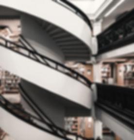 Mehrstöckige Bibliothek
