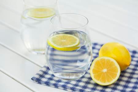 The Juicy Reasons to Drink Lemon Water