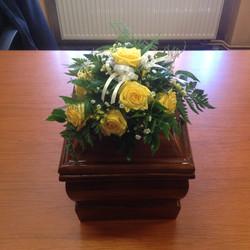Dekoracja pogrzebowa na urnę