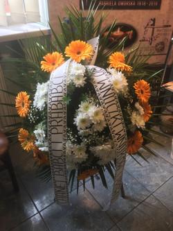 Wieniec pogrzebowy na stojaku