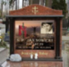 szklana tablica napisowa z indywidualną grafiką przedstawiająca człowieka gór