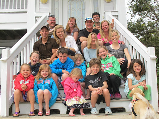 Family vaction photo on the front step of the DolphinInnOBX