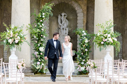 Ceremony flowers, flower arch and pedestal urns