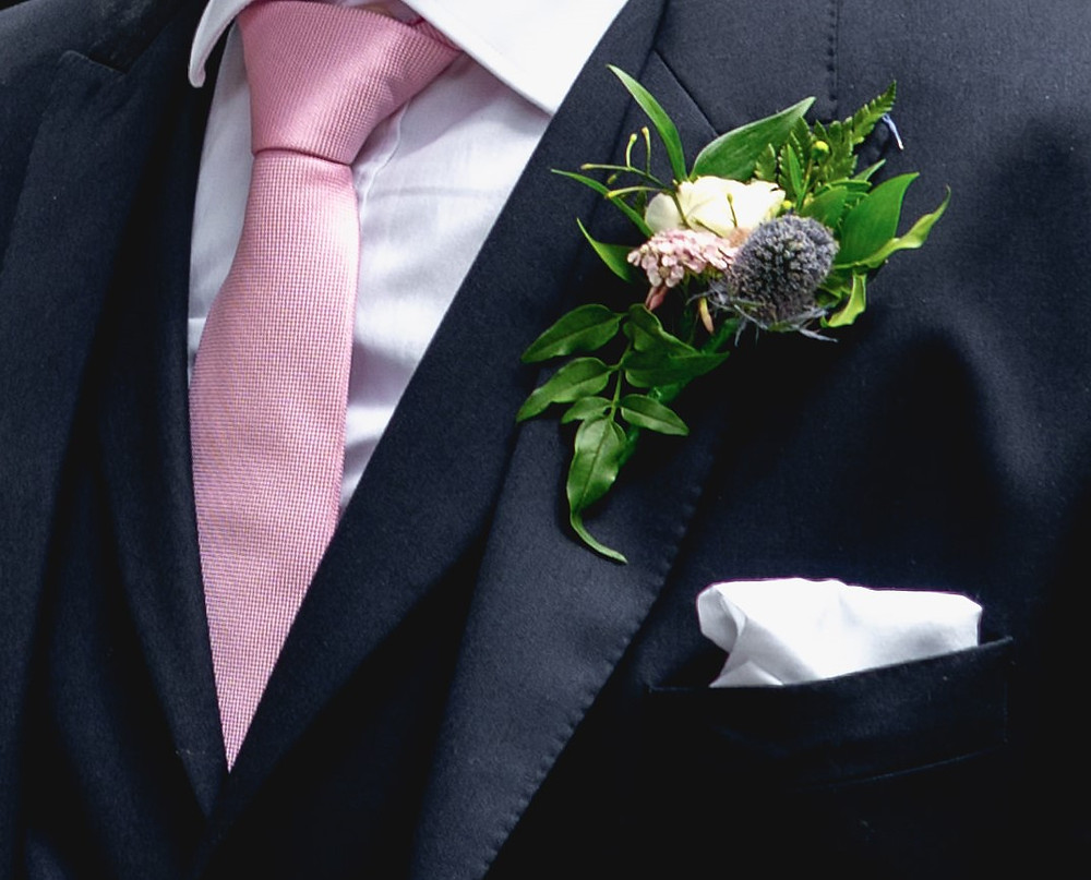 Small cluster buttonholes for men