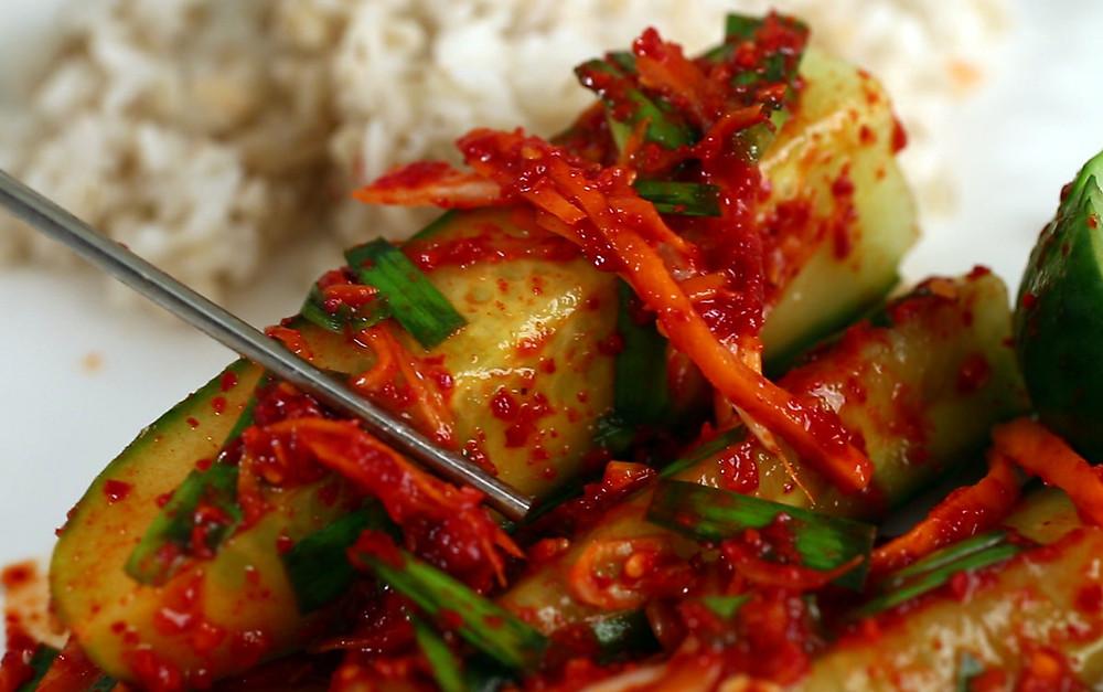 Món kimchi này có thể ăn liền như một món ăn cùng với cơm, phần kimchi thừa có thể bảo quản trong tủ lạnh