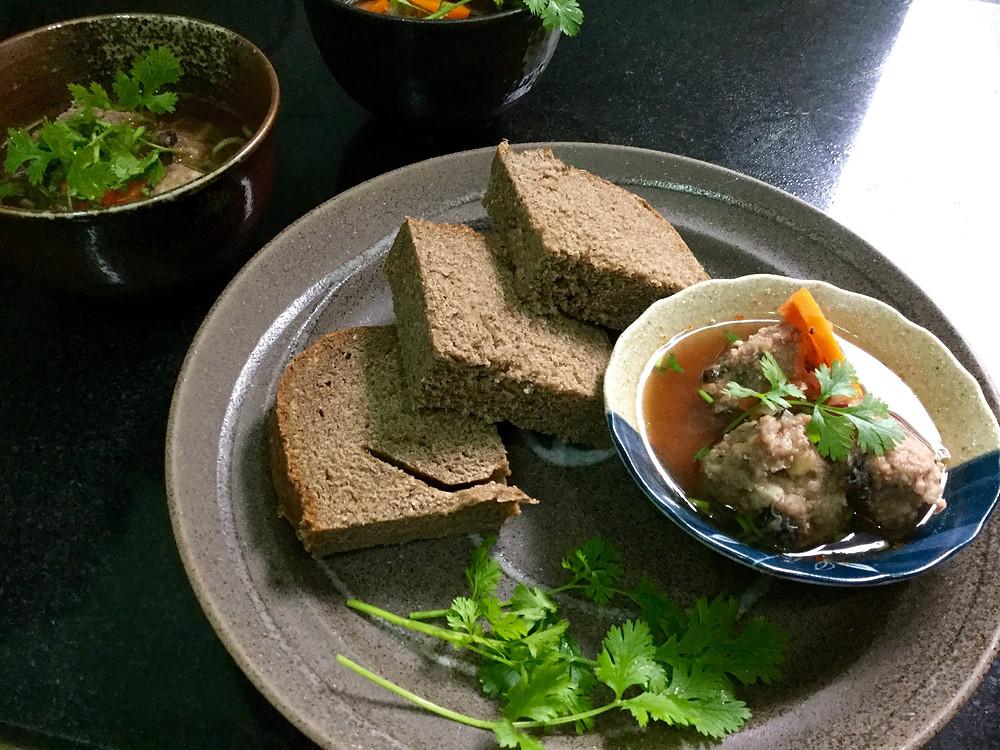 Xíu mại sa kê có vị dẻo bùi kết hợp từ sa kê và củ sen ăn cùng bánh mì thích hợp cho bữa điểm tâm