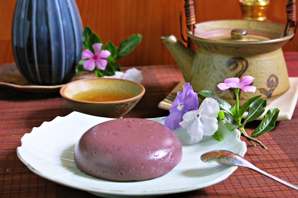 Món rau câu đậu đỏ có thể giải nhiệt mát lành cho những ngày đầu hè oi nóng.