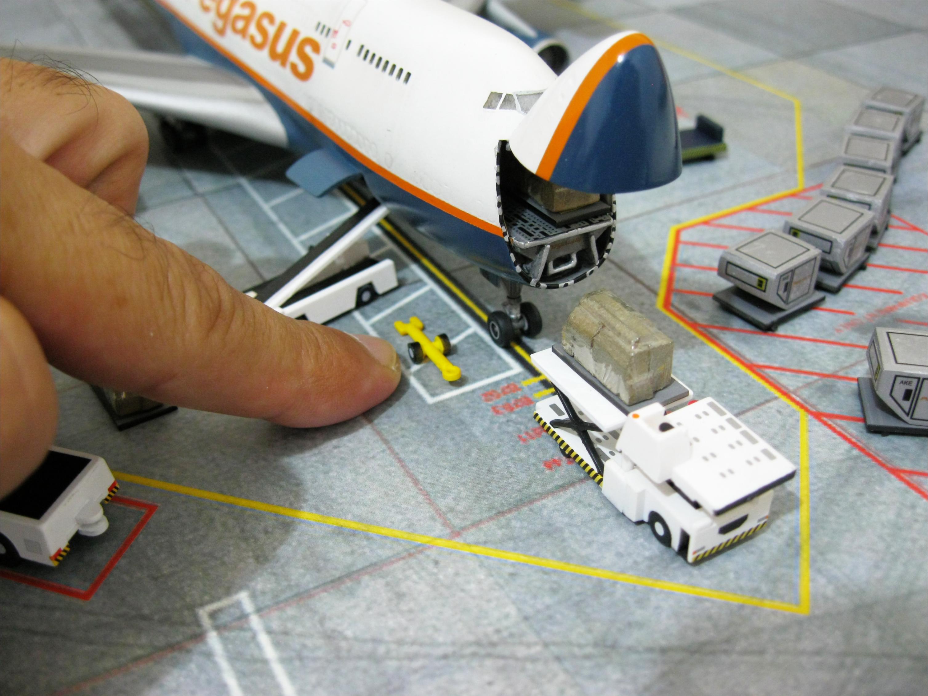 Boeing 747 cargo diorama