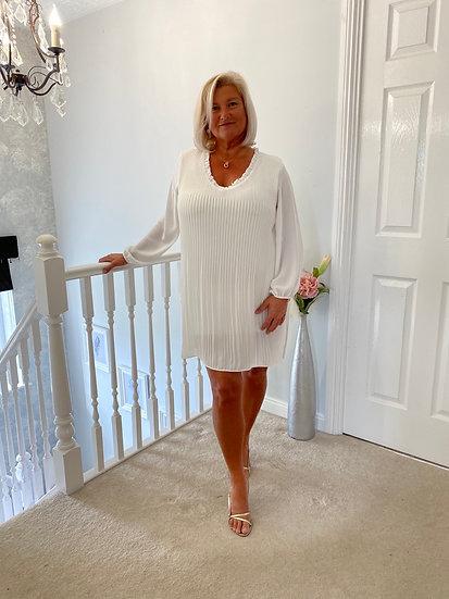 Pleated white v neck long sleeve dress