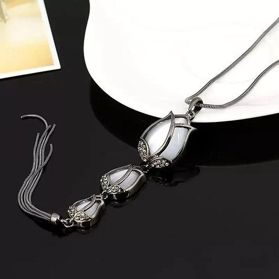 Tulip drop pendant necklace with tassel