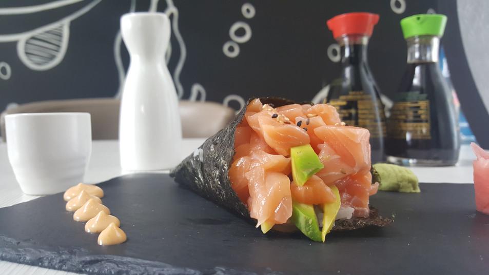 Temaki de salmón
