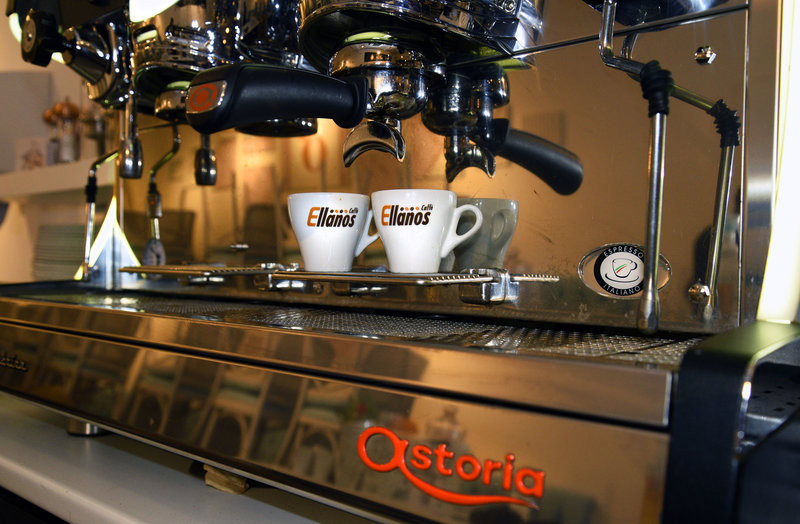 industry leading astoria coffee machine in use
