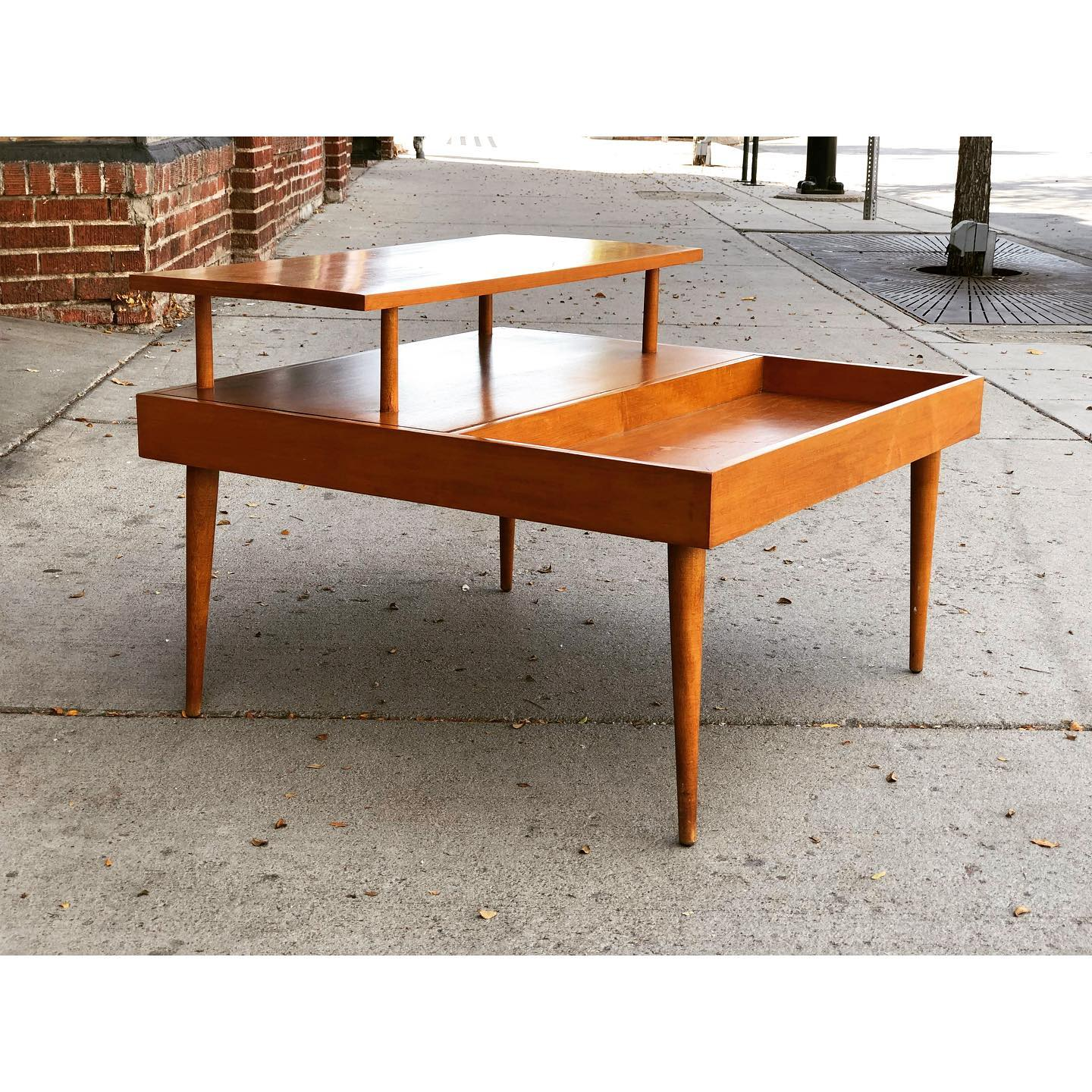 Rare maple end table by Paul McCobb for Planner Group. USA