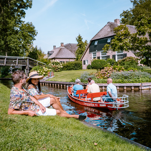 A visit to the car-free village Giethoorn, on a beautiful summer day in August