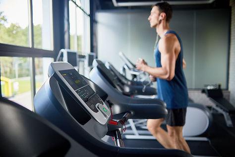 treadmills-in-row-STUBA8C.jpg