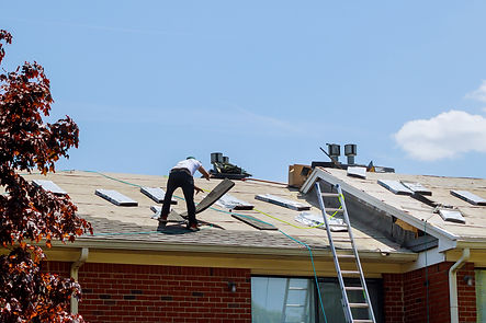 home-roof-construction-applying-roof-new