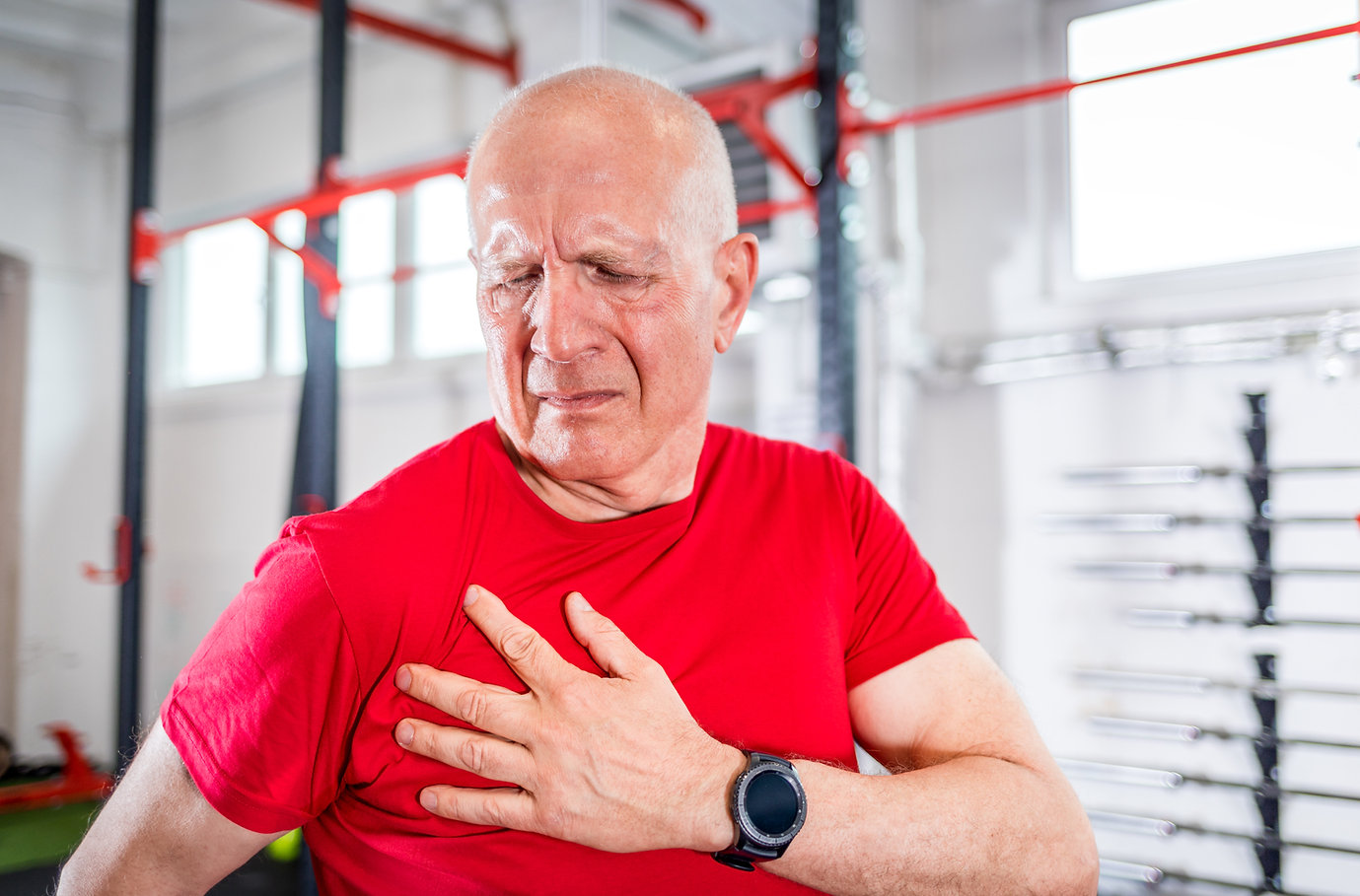 senior-man-at-the-gym-suffering-from-pai